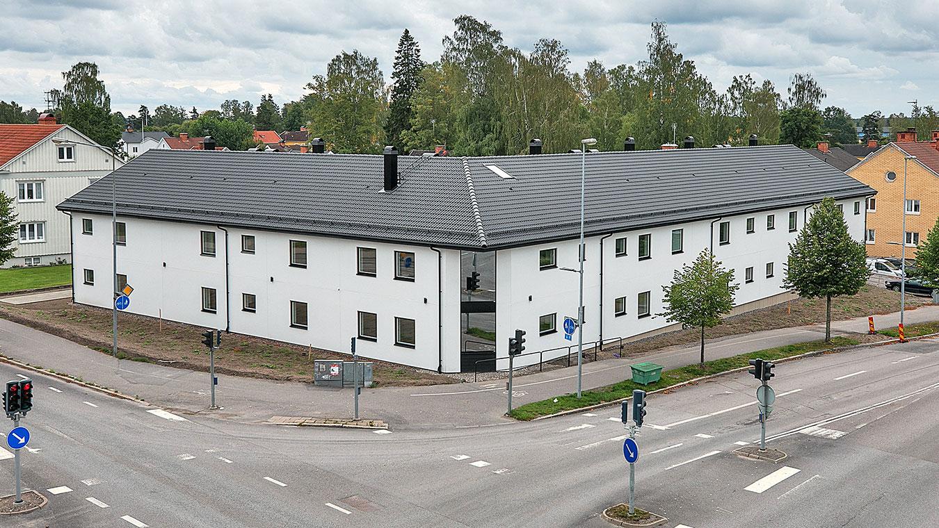 Ett flerbostadshus i två plan med 14 lägenheter.